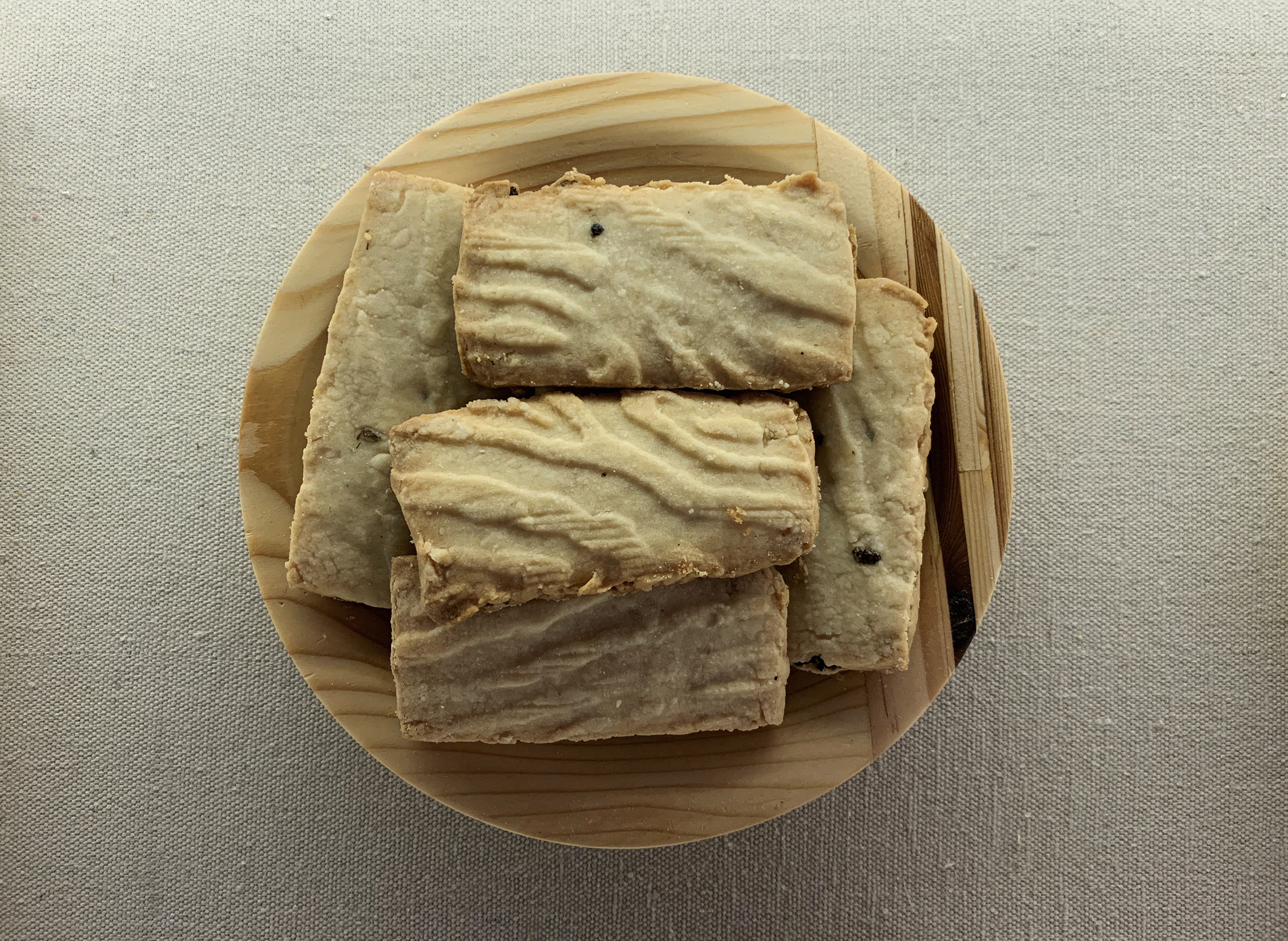 Termite Cookies (2017) and Wood Plate (2017)