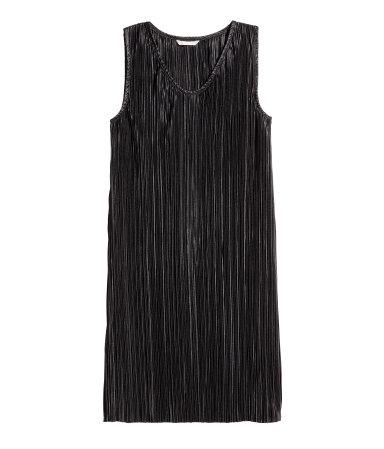 H&M: Pleated Dress