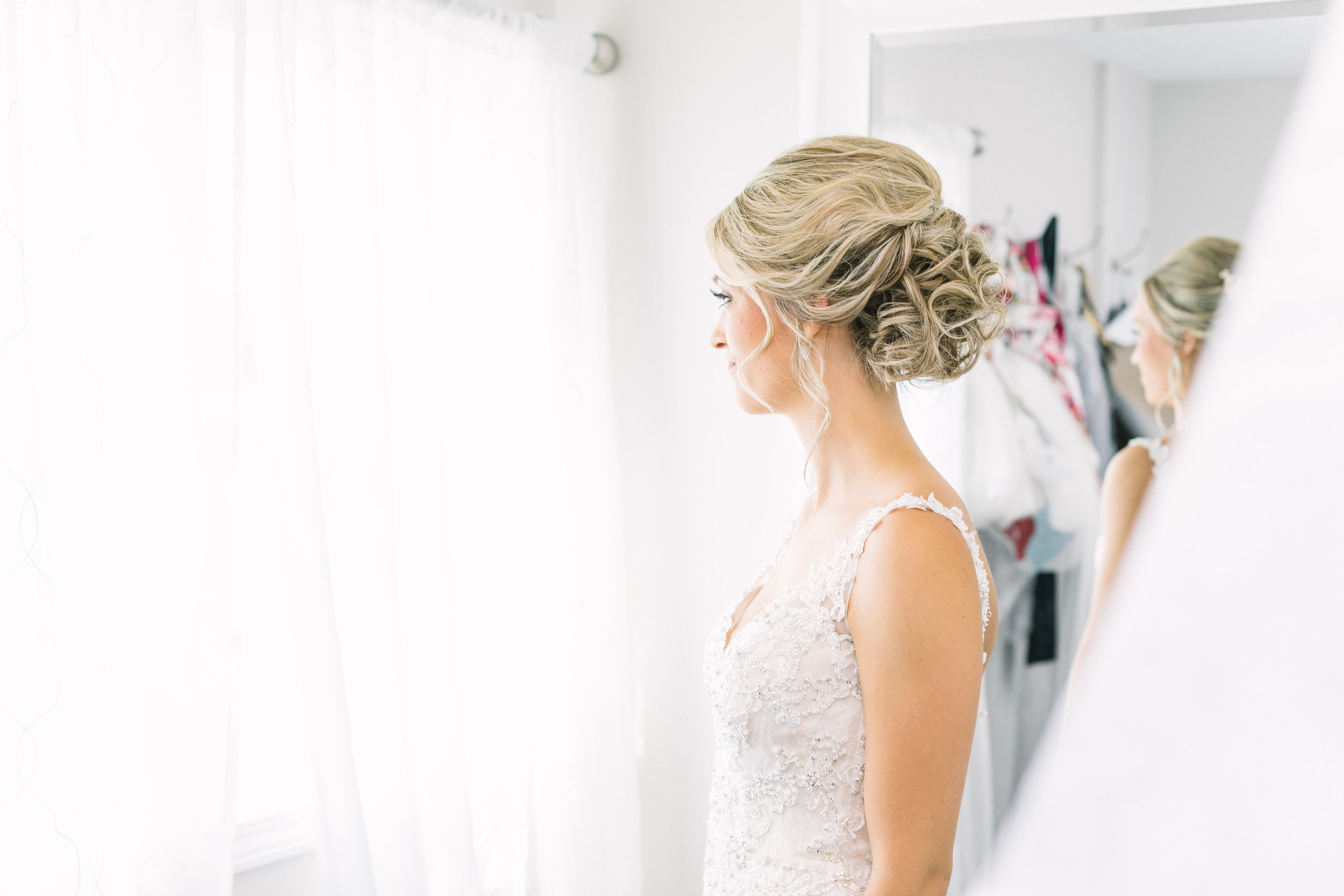 Beautiful Youngstown bride getting ready photos