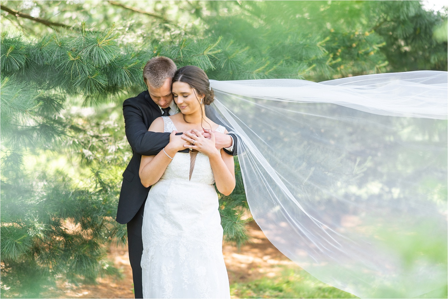 gorgeous spring wedding photos at boardman park in boardman ohio