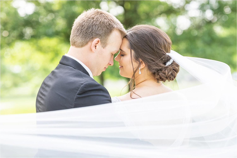 elegant wedding photo in boardman park in boardman ohio in summer