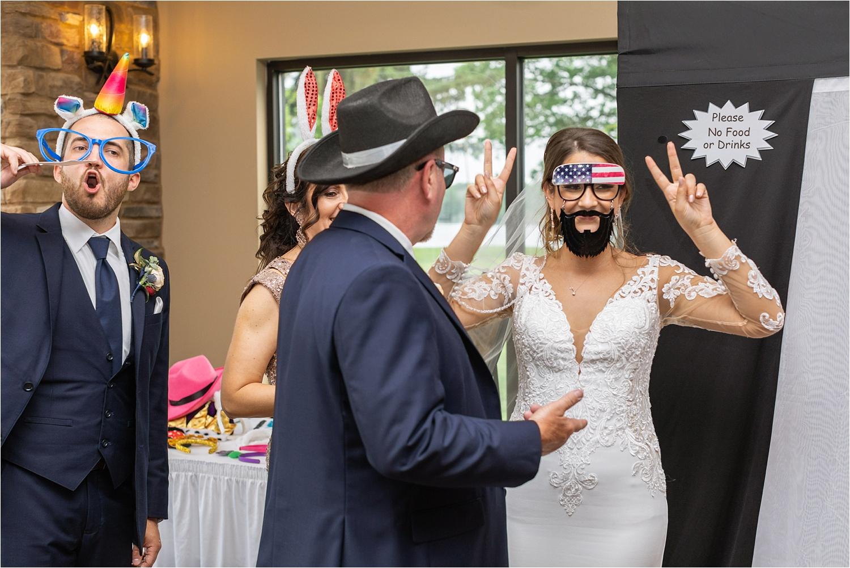 funny summer 2019 wedding at the vineyards at pine lake
