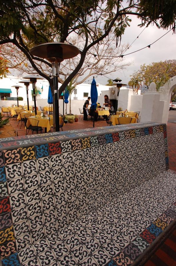 Casa-Blanca-Restaurant_Exerior1008.jpg