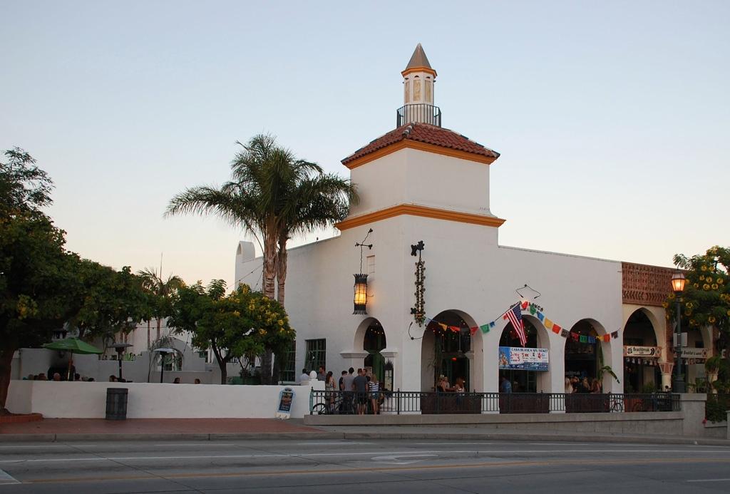 Casa-Blanca-Restaurant_Exerior1001.jpg