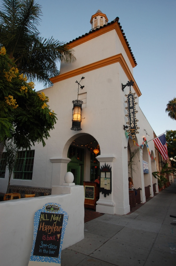Casa-Blanca-Restaurant_Exerior1006.jpg