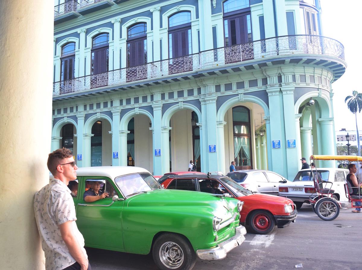 The Old cars and colorful buildings of Havana Cuba  -  Tessa Juliette | http://travelwheretonext.com/cuba