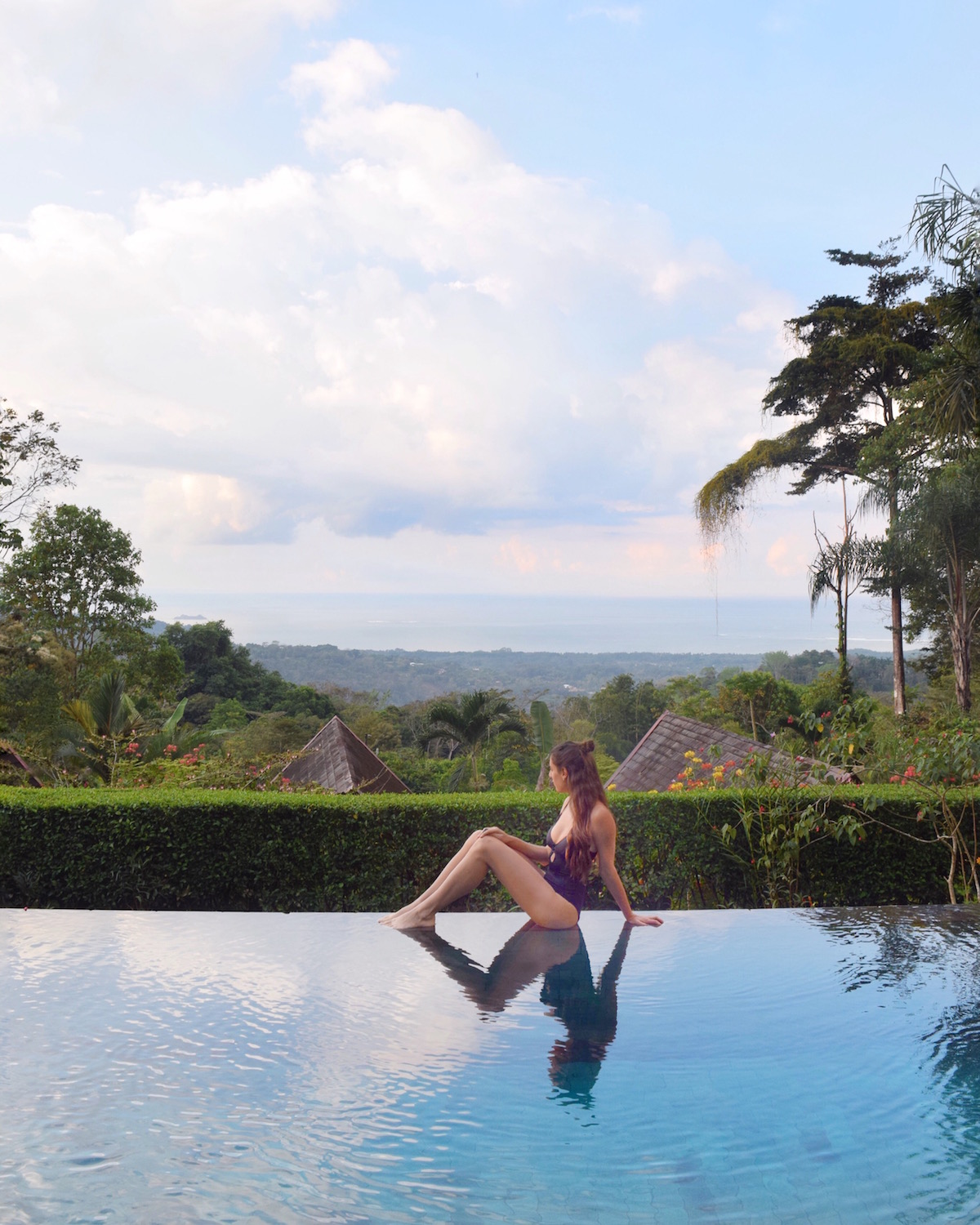 Infinity pool in costa rica.   One of the best things to do in Costa Rica.   Tessa Juliette | Travel Where to Next http://travelwheretonext.com