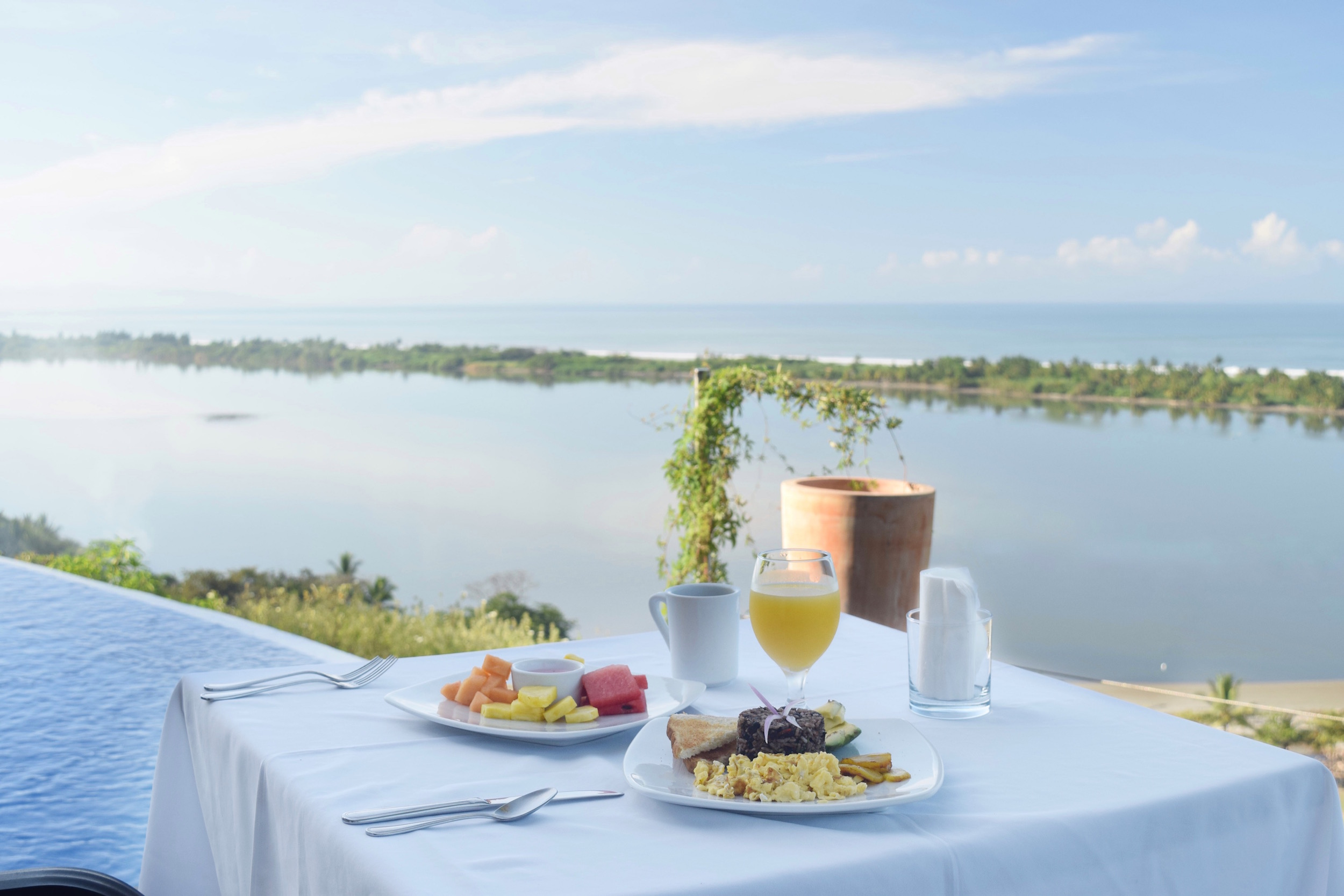 One of the best hotels in Costa Rica, El Castillo has amazing views for breakfast.  Tessa Juliette - Travel Where to Next http://travelwheretonext.com