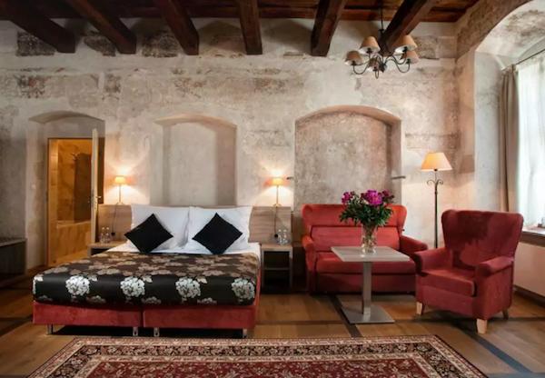 Deluxe Room | Hotel Santi
