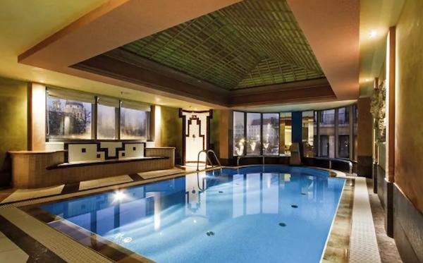 Pool   Kempinski Budapest