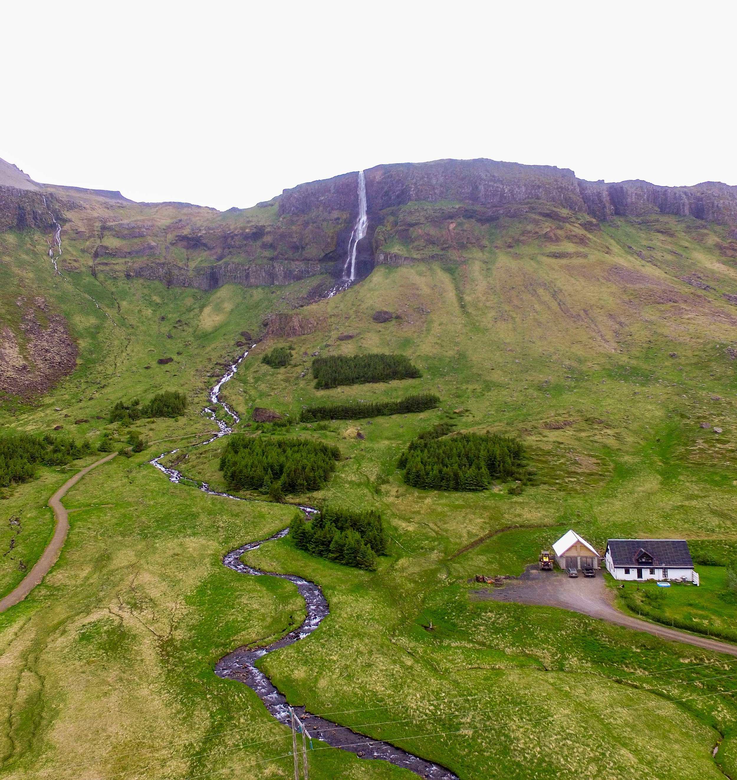 An amazing waterfall you can't miss in Iceland.