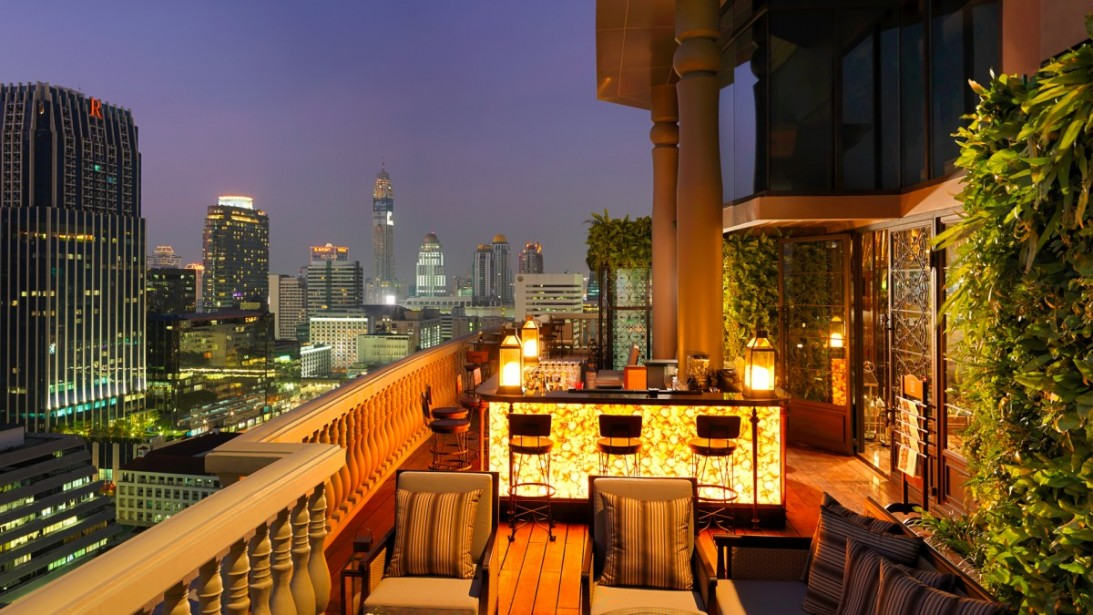 A great bar to enjoy a couple of drinks in Bangkok with a beautiful view