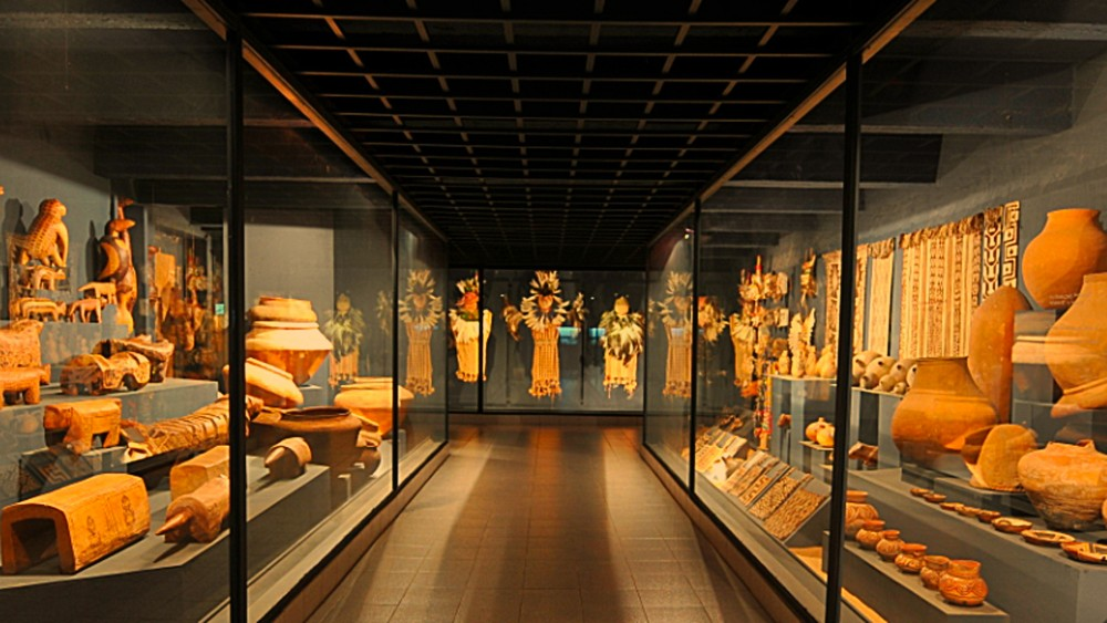 Museo Del Barro - Packed with historic art – including wood carvings, ceramics, masks and religious sculptures – the exhibitions trace more than 400 years of indigenous culture and colonial invasion.