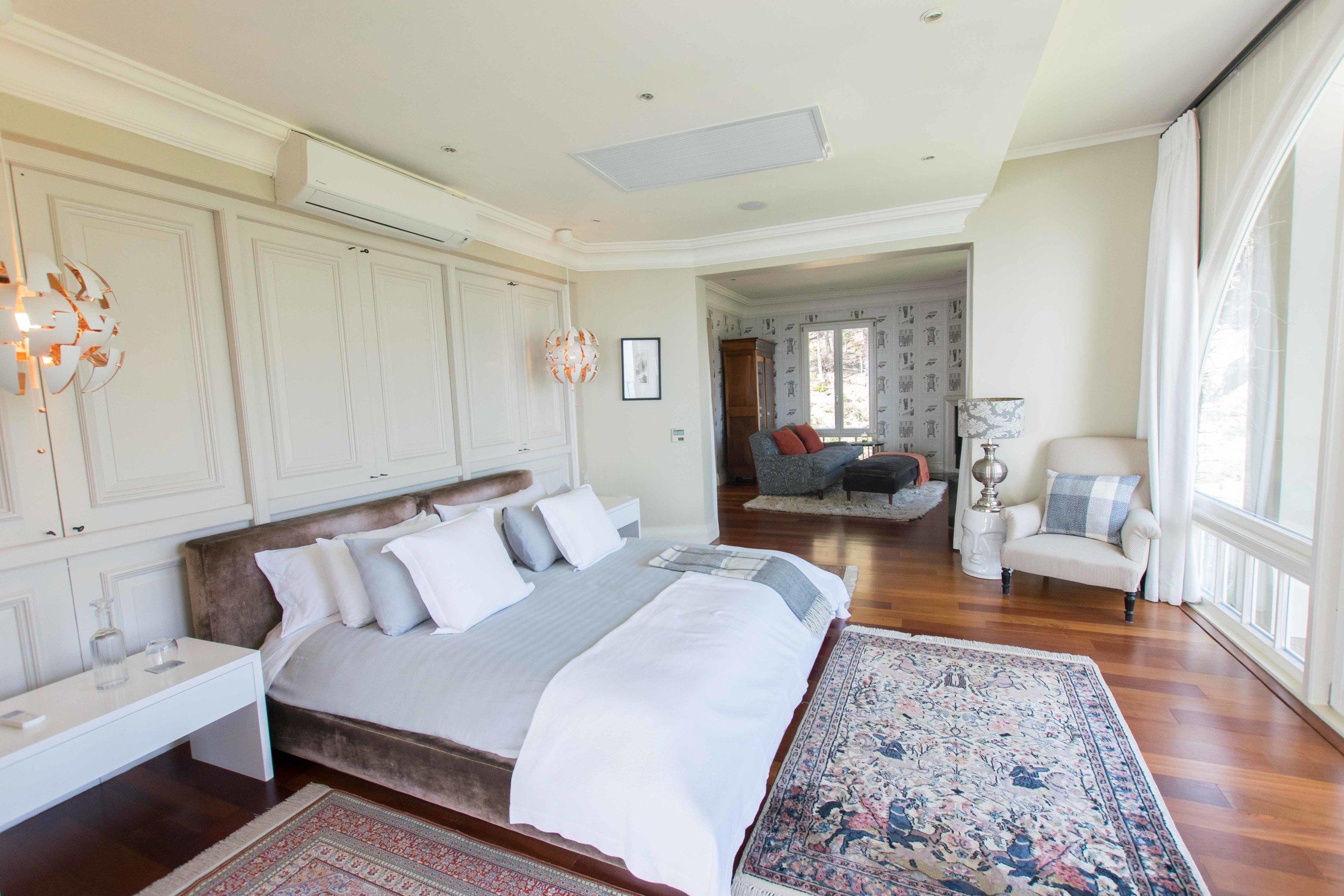 Penthouse bedroom at 21 Nettleton