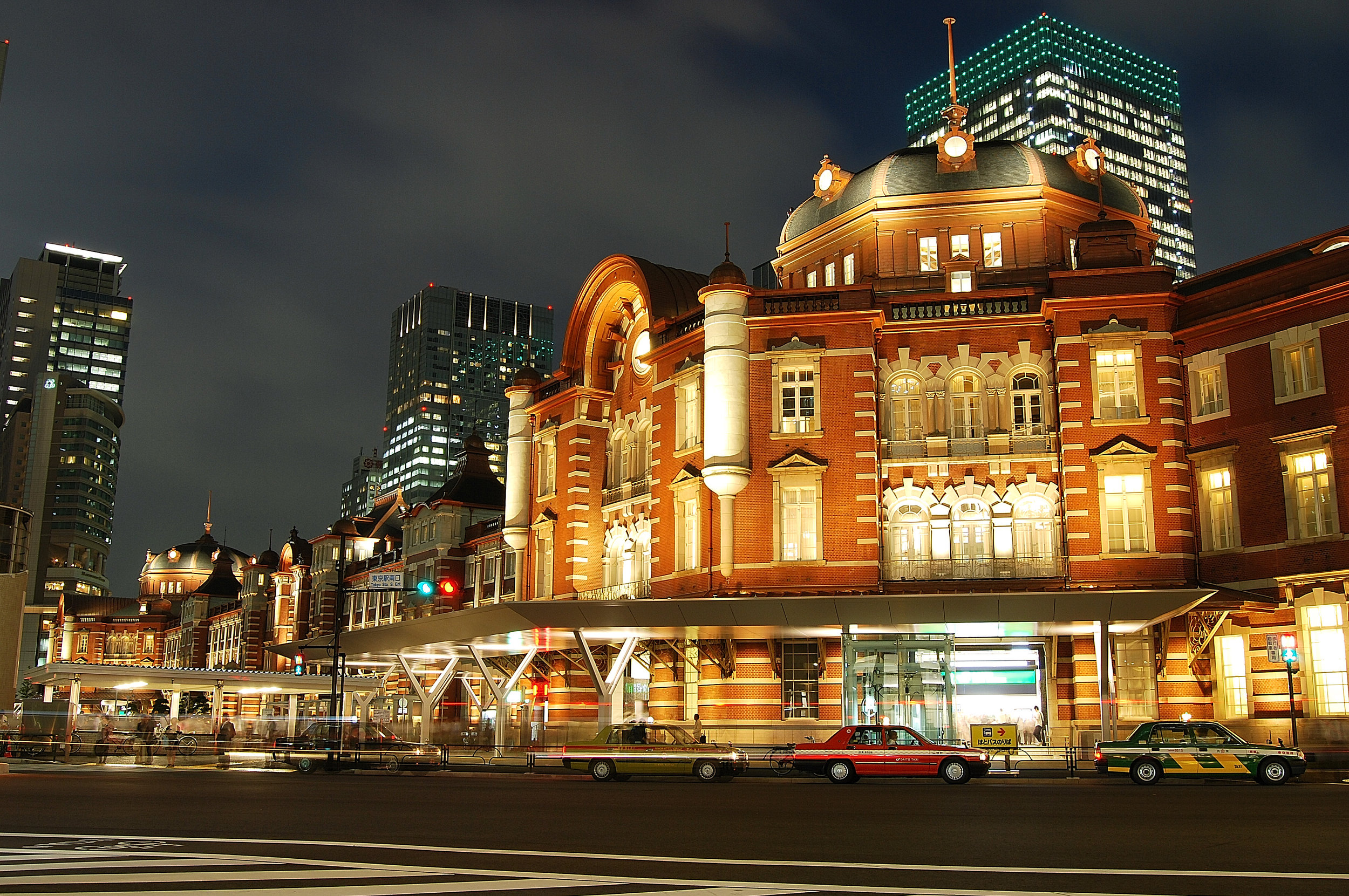 One of the best things to do in Tokyo is visit Tokyo Station