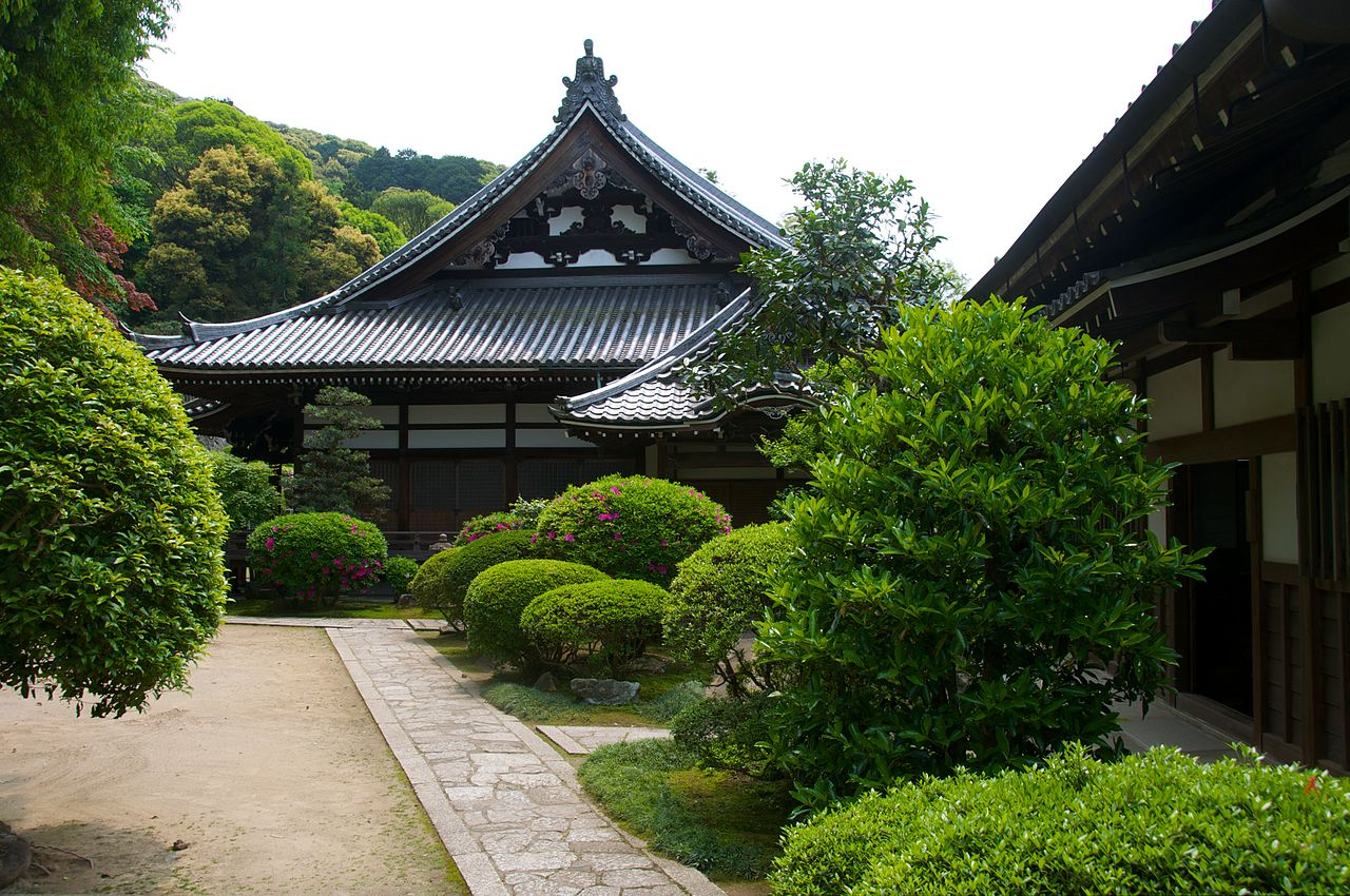 One of the top things you can not miss in Kyoto is Chion-in