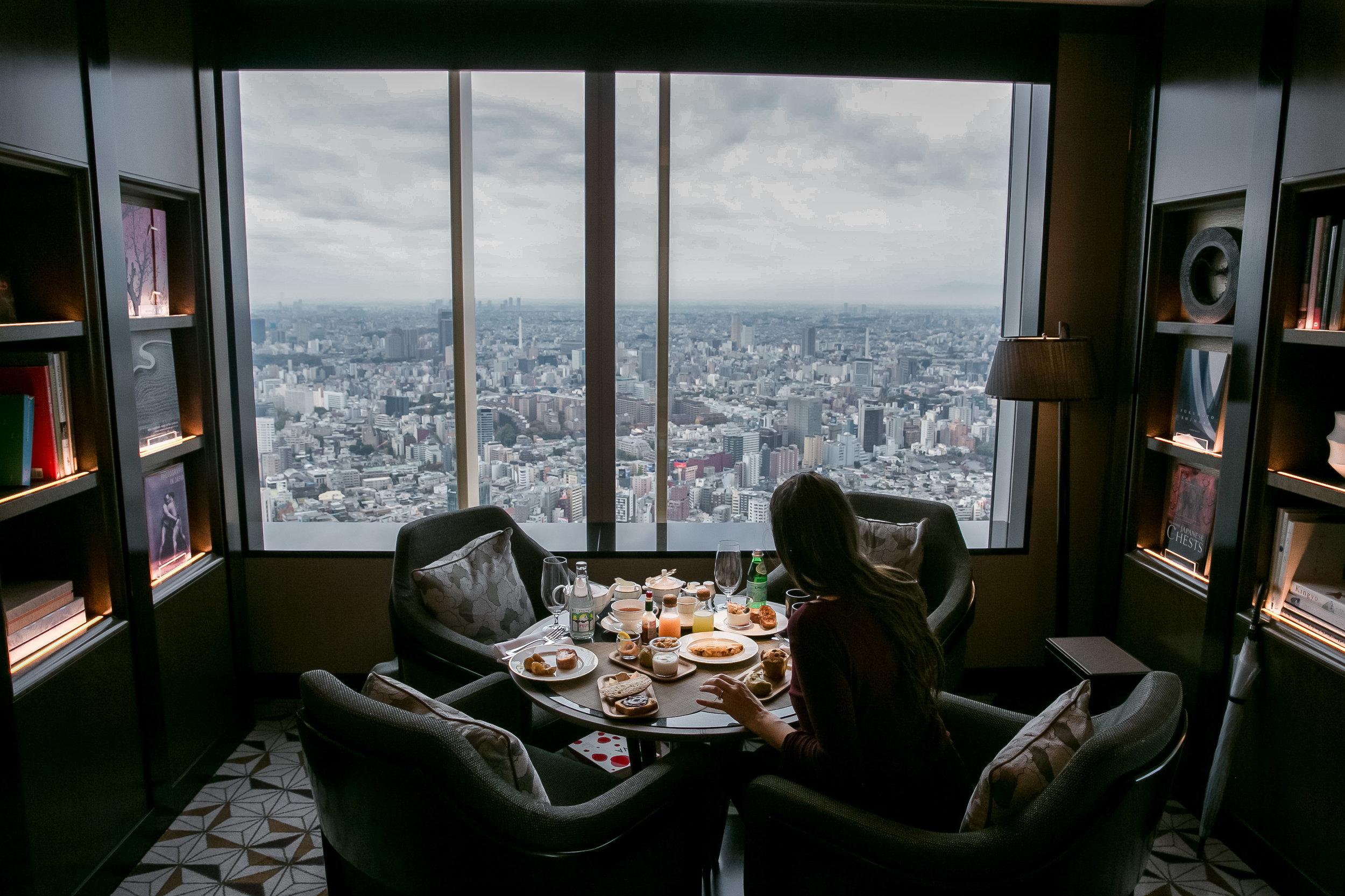 Enjoying breakfast in the Club Level Lounge