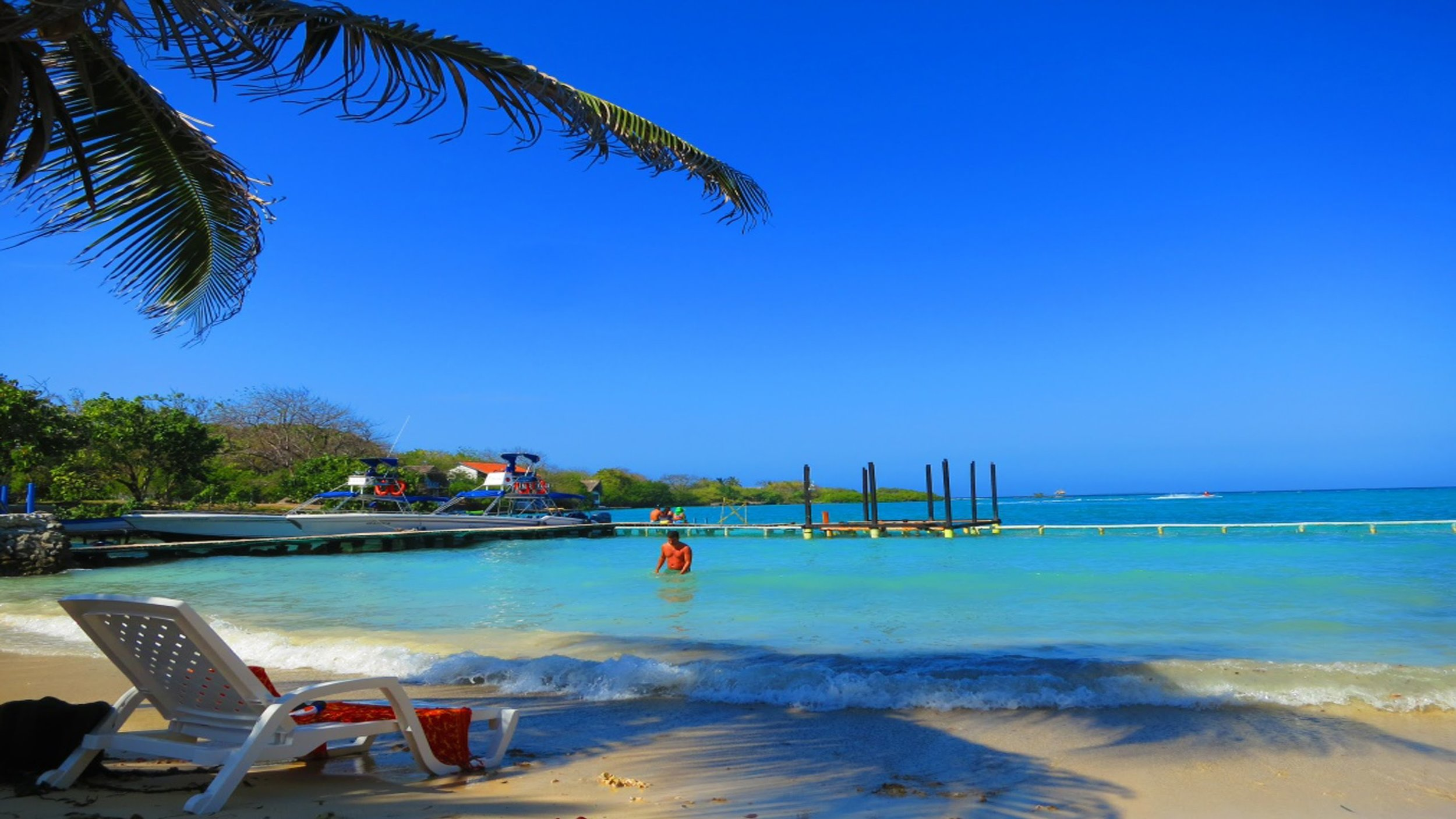 One of the best things to do while in Colombia is visit the Rosario Islands