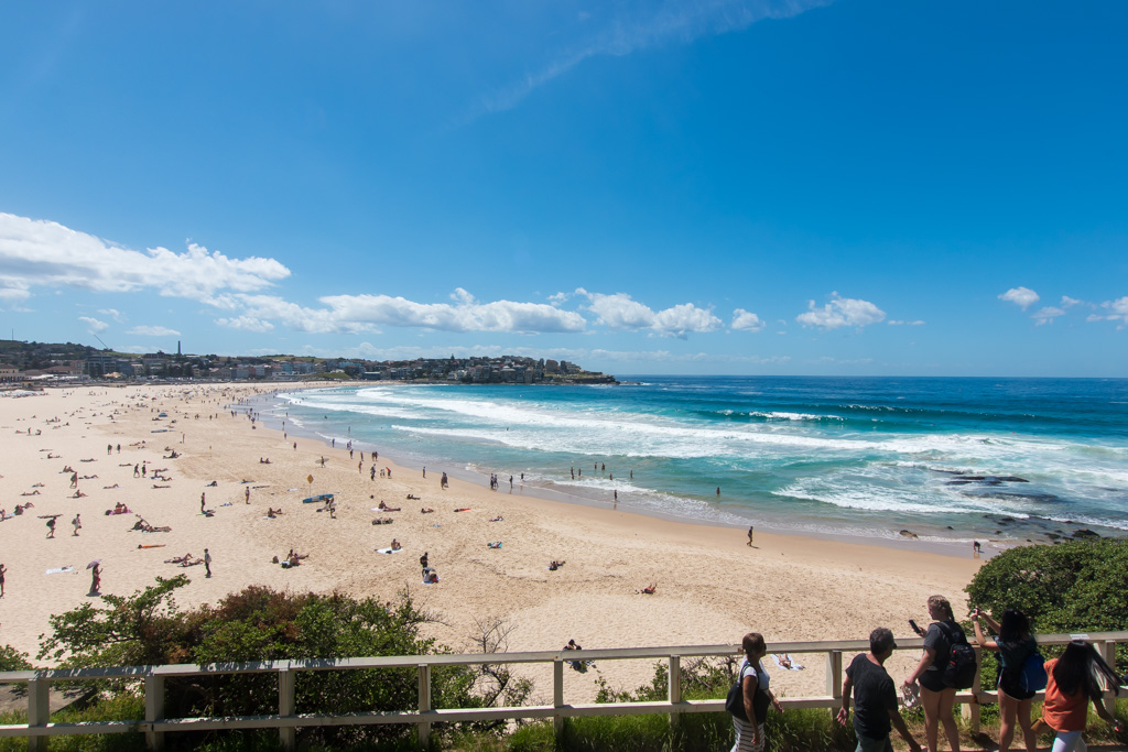 Bondi Beach in Sydney is not only insanely popular but a great thing to do for budget travelers visiting Sydney.