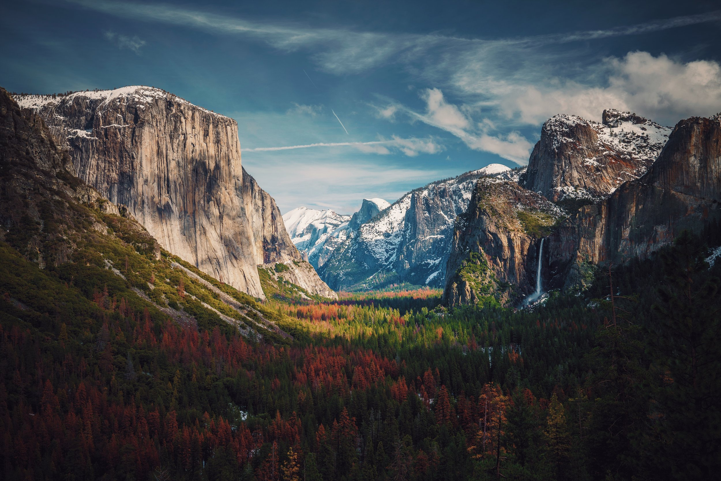 Tunnel View in Yosemite National Park Photo by   Aniket Deole