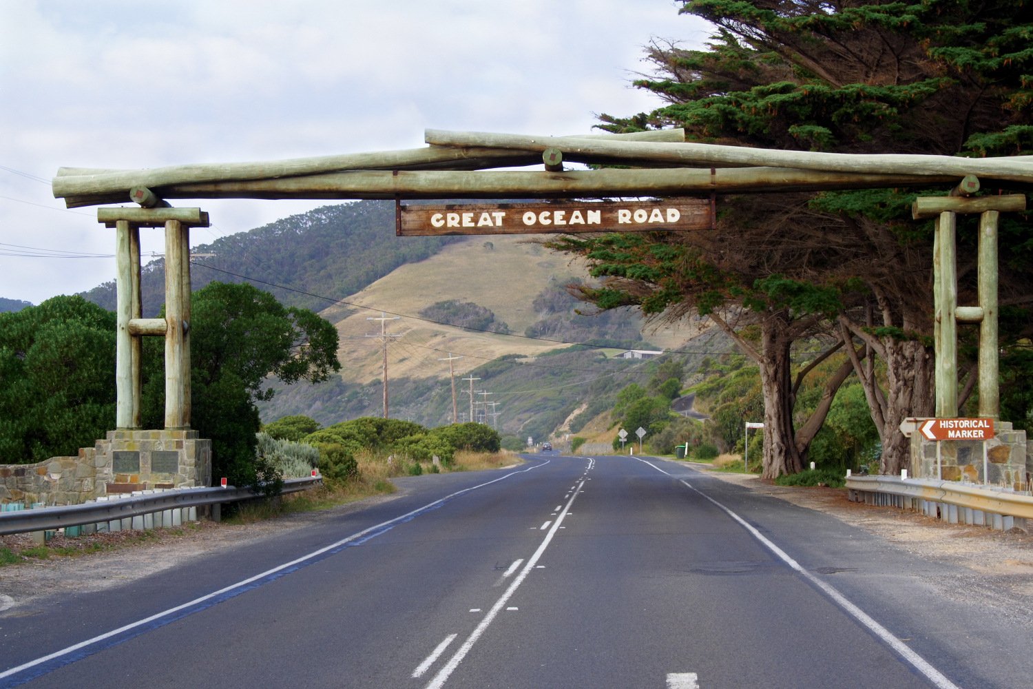 The first official sign on the great ocean road is the memorial arch.