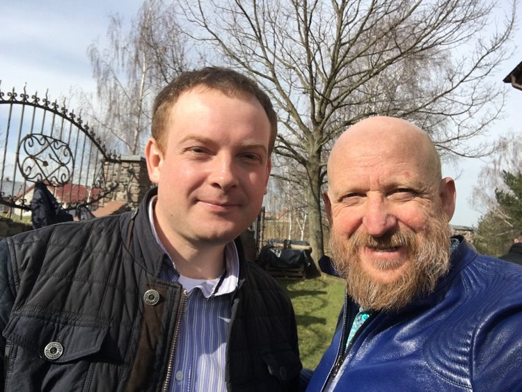 Pastor Konstantin (left) with Igor Grishajev, GLOMOS leader (right)