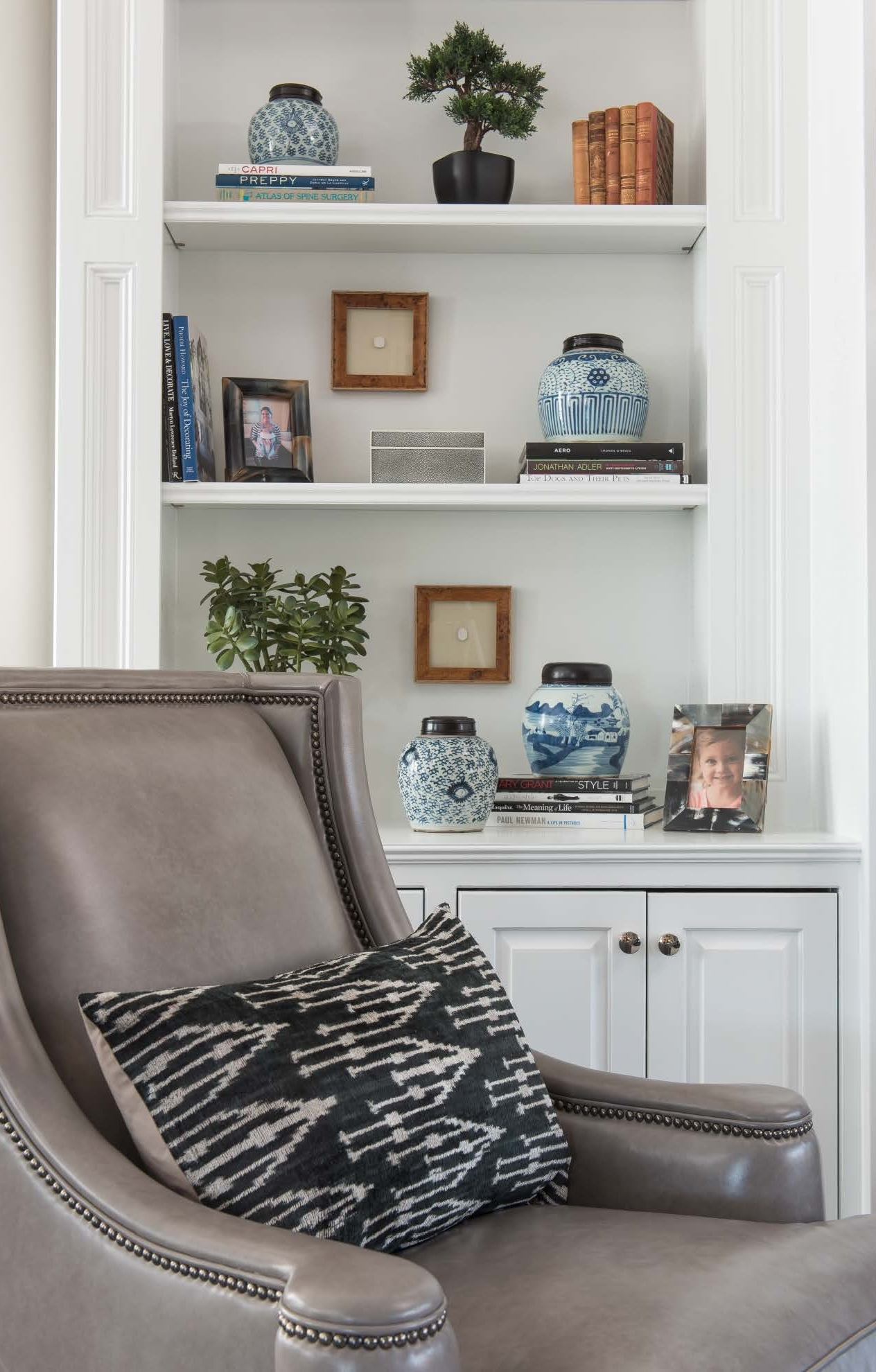 Blue and white china adds refinement to this transitional home in Plano.