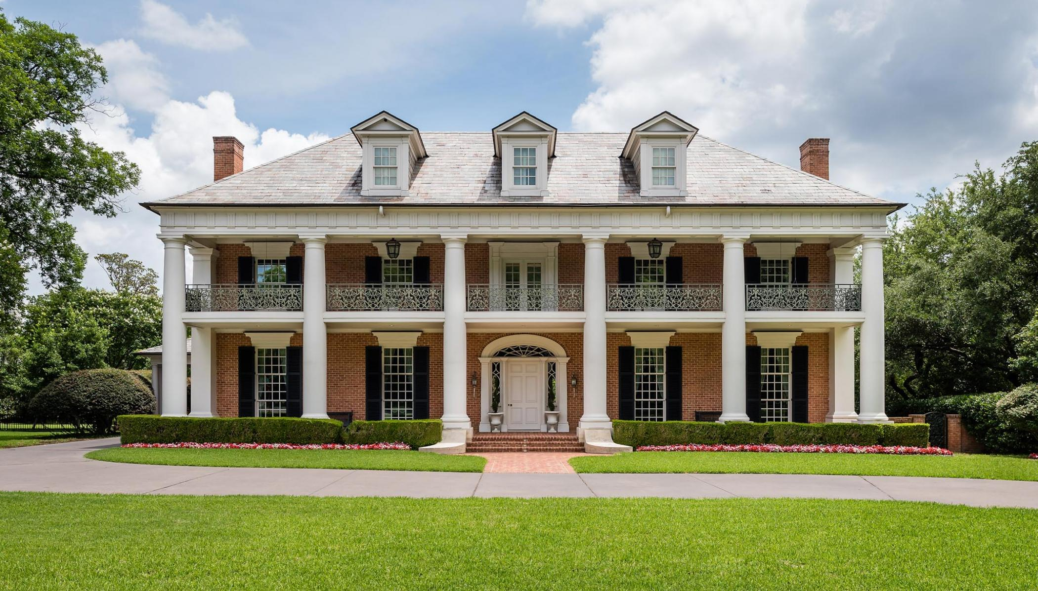 This Turtle Creek home by architect Richard Davis has both a double portico and a balustrade. The columns here follow the Doric order, meaning they are simple and streamlined in design. (This photo is copyright of  Richard Drummond Davis Architects . Chambers Interiors & Associates was granted permission to feature this image).
