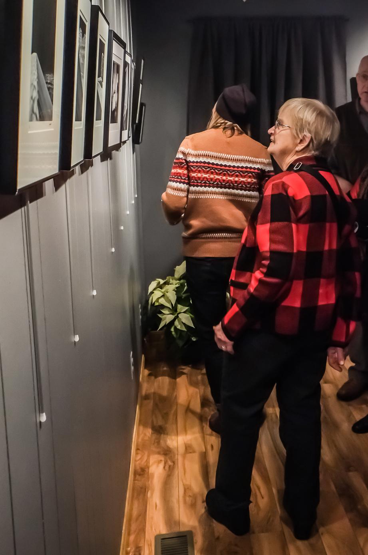 Guest, Millie Tufano admiring Jim Sabiston's work