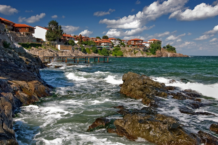 8 км от Созопол и пристанището му