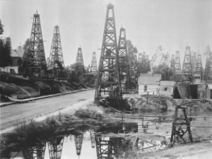 Oil derricks populate turn of the century Los Angeles. Photo Credit: USC Digital Library (Public Domain).