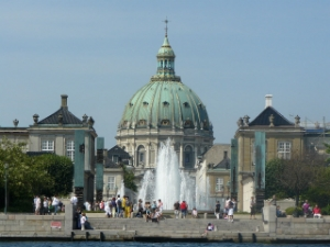 """The mean streets of Copenhagen. """"Amalienborg - Copenhague"""" by Lilly Drama -  http://www.flickr.com/photos/lillydarma/3887433772/ . Licensed under CC BY-SA 2.0 via  Wikimedia Commons"""