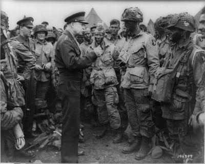 Ike and his boys on June 5, 1944. By Unknown U.S. Army photographer - This image is available from the United States Library of Congress's Prints and Photographs division under the digital ID cph.3a26521.