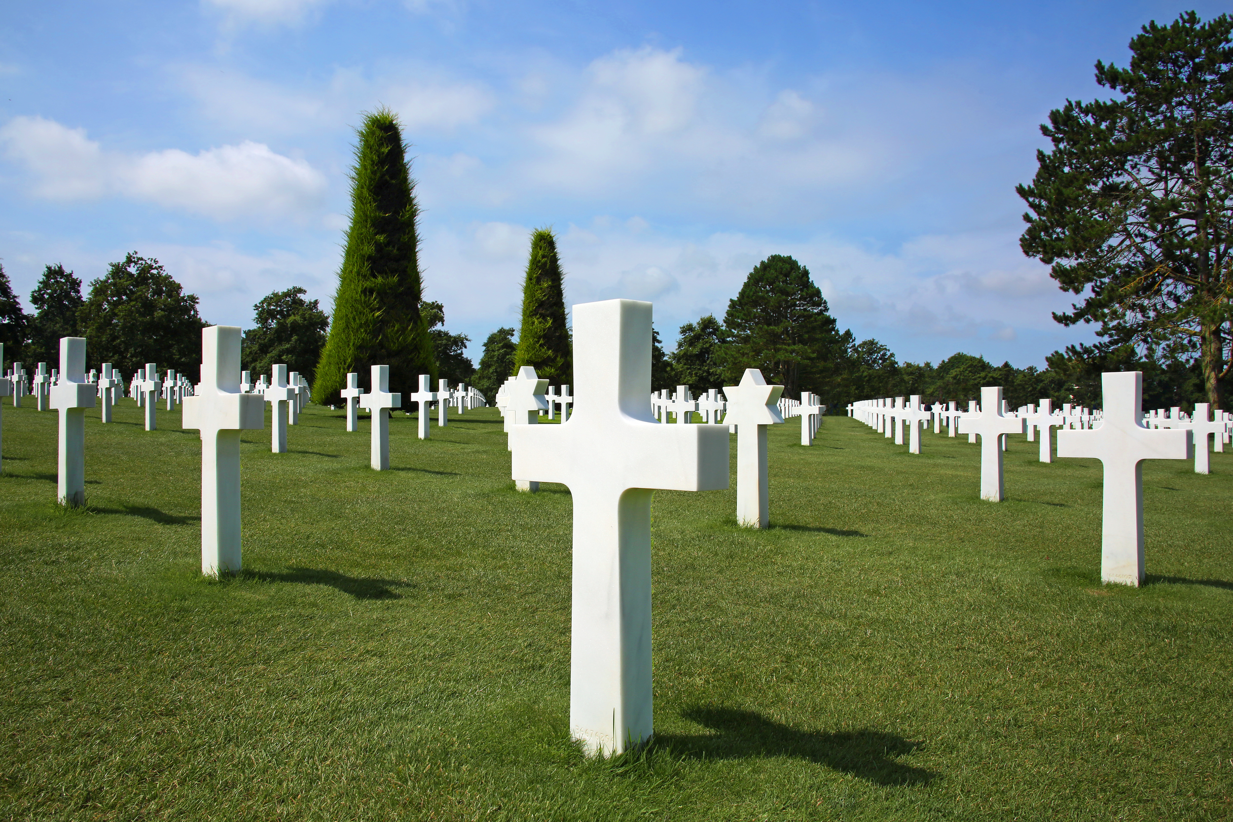 The American cemetery at Normandy. Photo by Rennett Stowe via  Wikimedia Commons