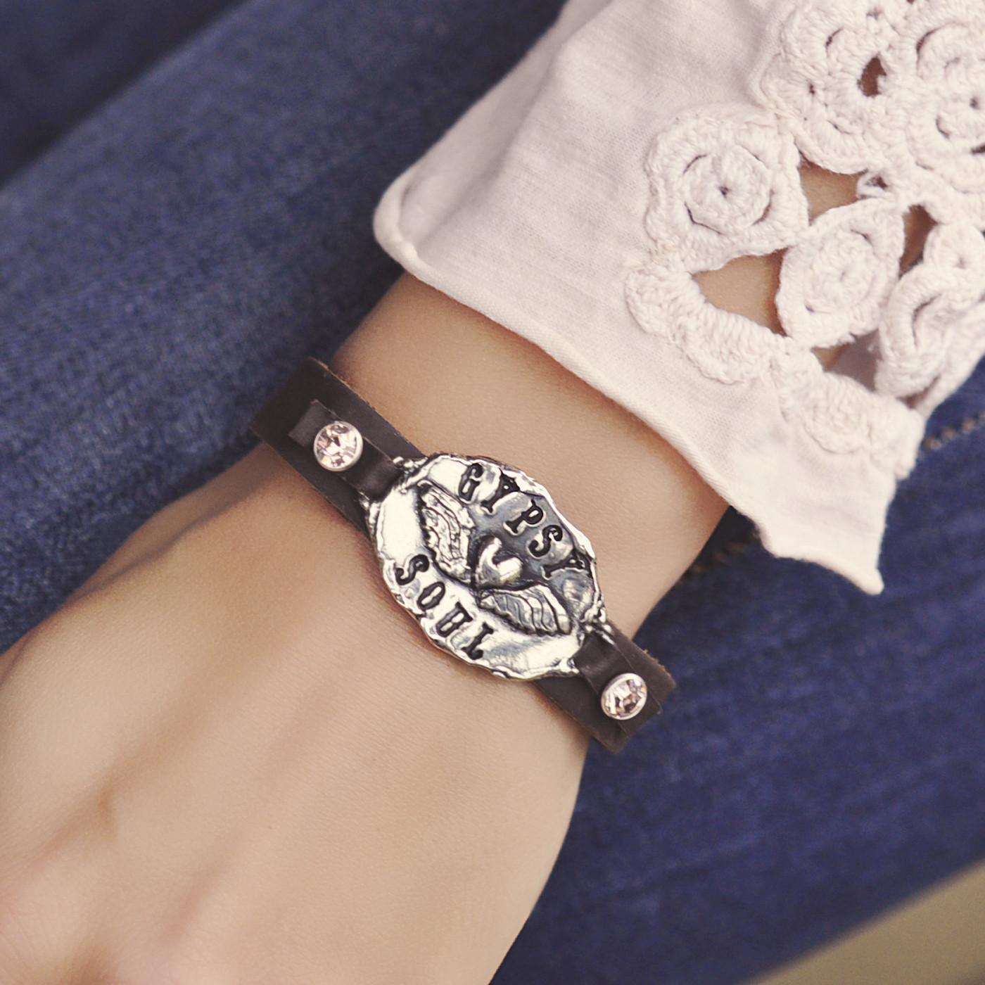 b457_necklace_GypsyHeart-2_ic.jpg
