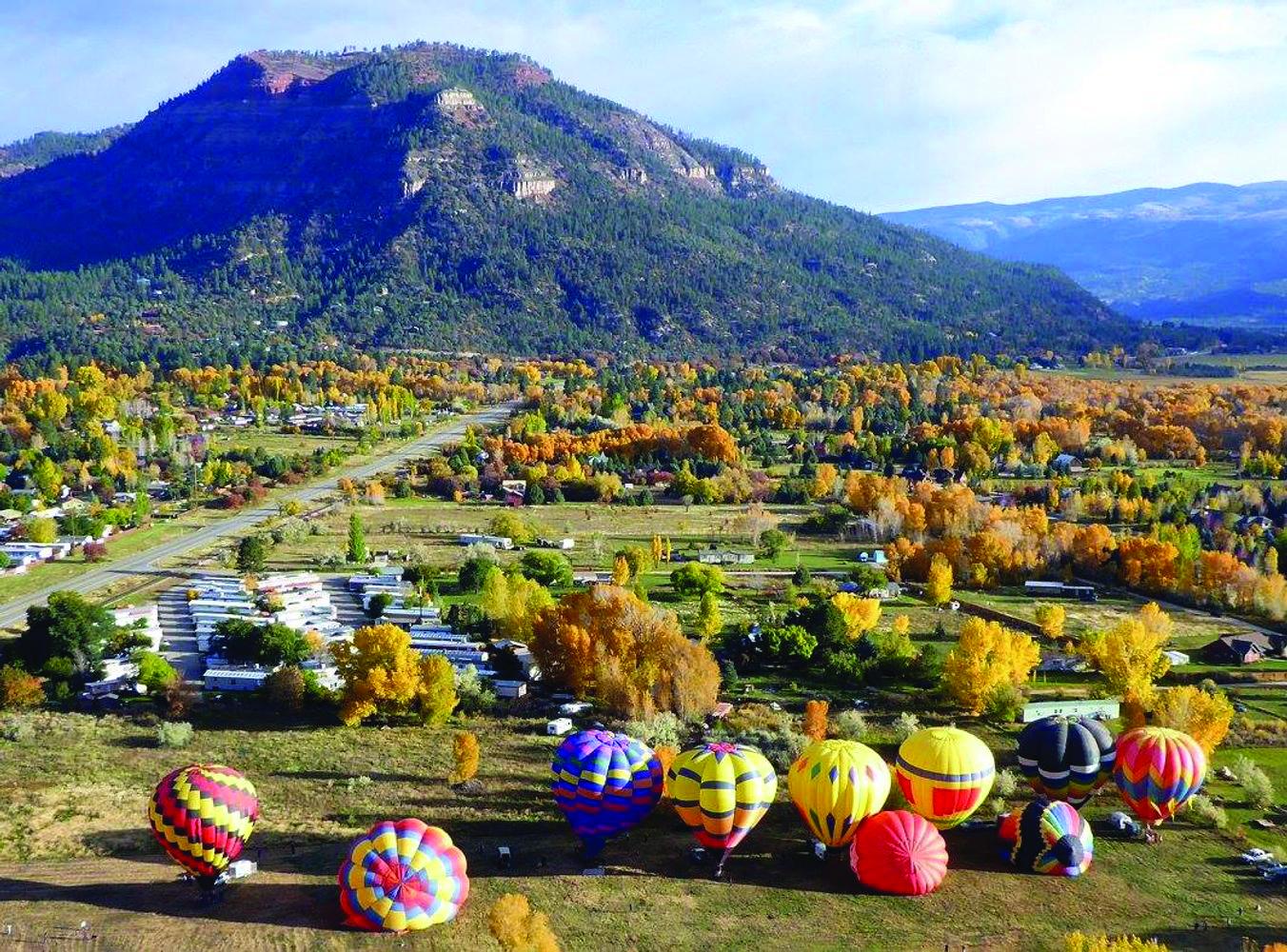 Crowds gather to admire the hot air balloons near Durango in the Animas Valley. Photo: Courtesy Animas Valley Balloon Rally