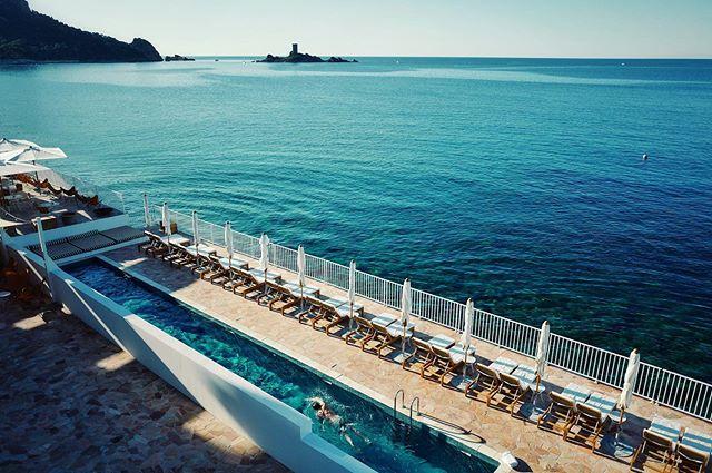 The big blue @lesrochesrouges #lesrochesrouges #turquoise #cotedazur #meditarenian #sea #view #summer #naturephotography #frenchriviera #designhotel #capture #moment #chill #goodvibes