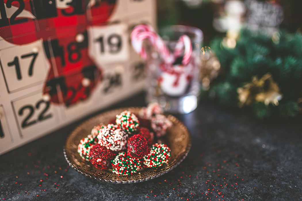 These assorted chocolate truffles make a wonderful homemade gift or addition to any cookie tin! | insolenceandwine.com
