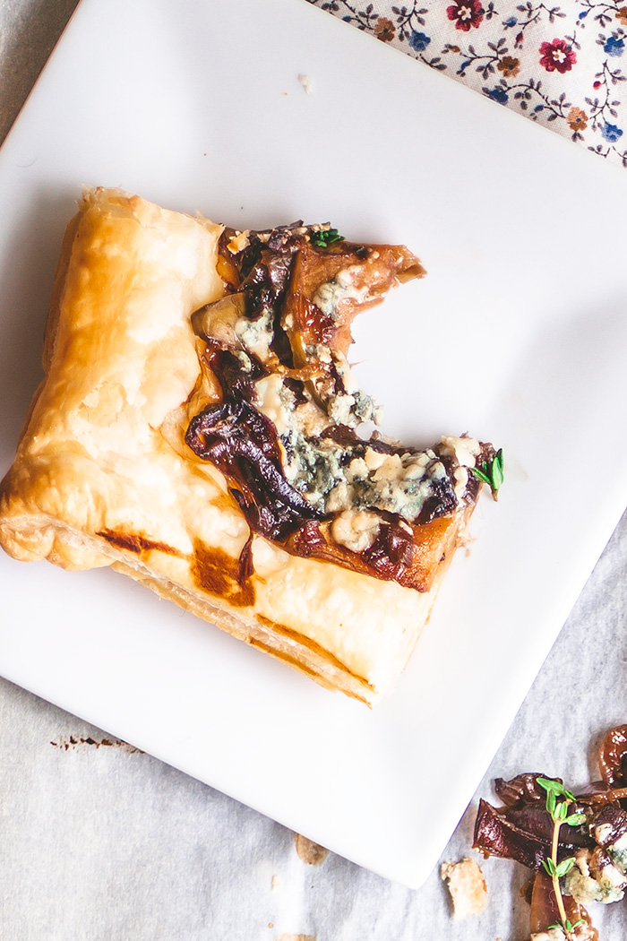Vegetarian Caramelized Onion-Apple Flat Bread with Blue and Goat Cheese .