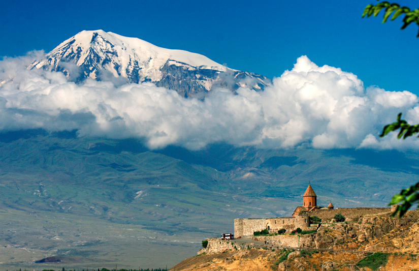 mount ararat in turkey – the source of the daptomycin soil sample (Source: Wikimedia commons, the free media repository, www.andrewsevag.com)
