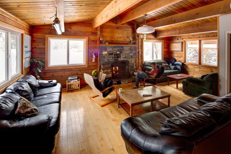 Hostel - Livingroom.jpg