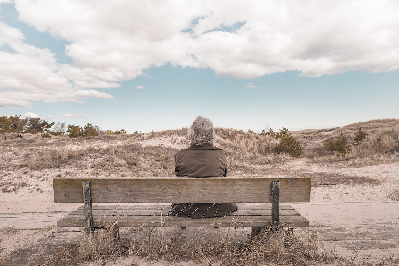 grieving a loved one as you age, lifeisaprettyword.com