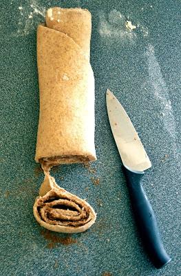 rolled+cinnabon+cinnamon+bun.jpg