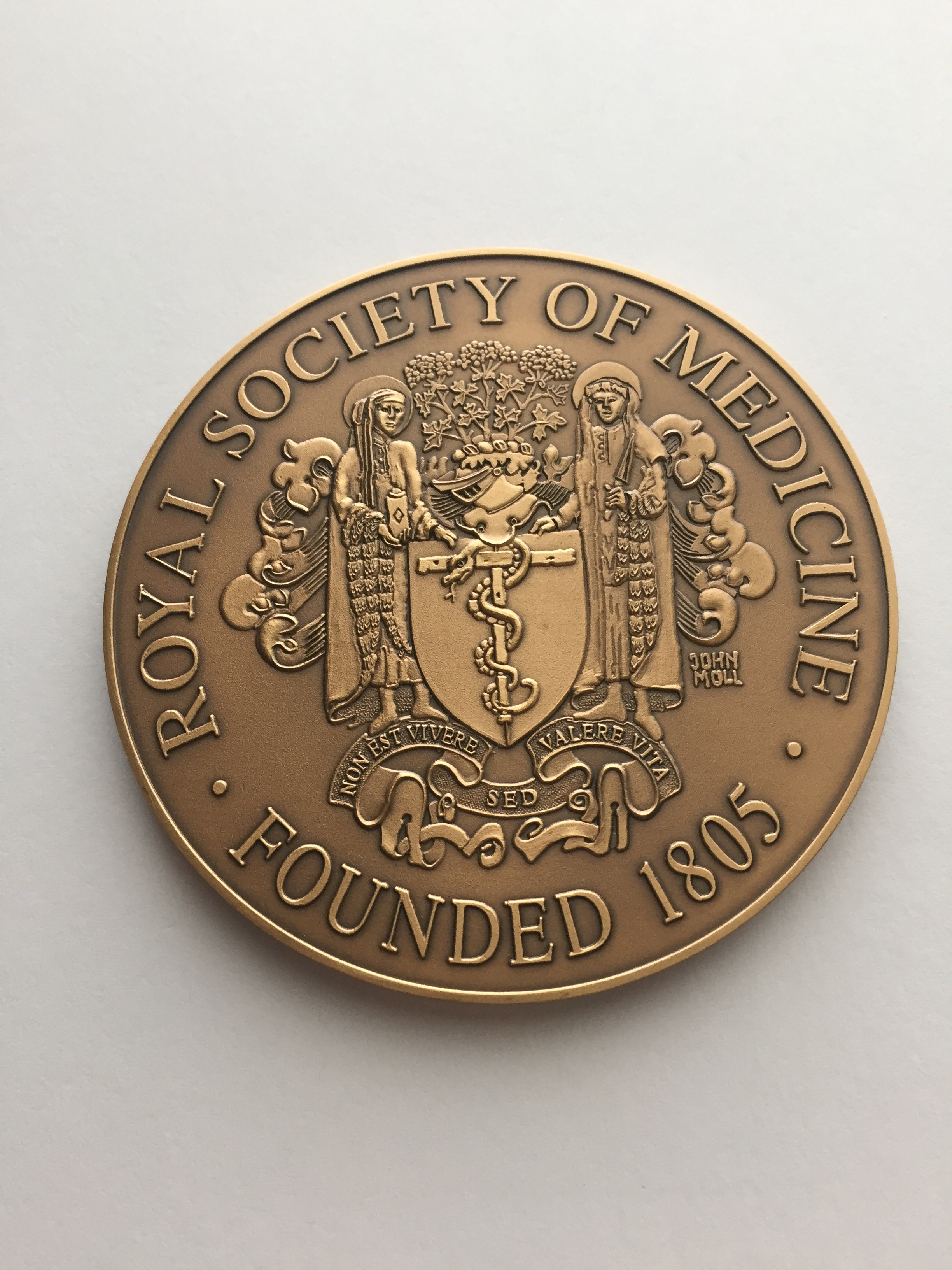Royal Society of Medicine medal which was awarded to Professor Alan C Roberts.
