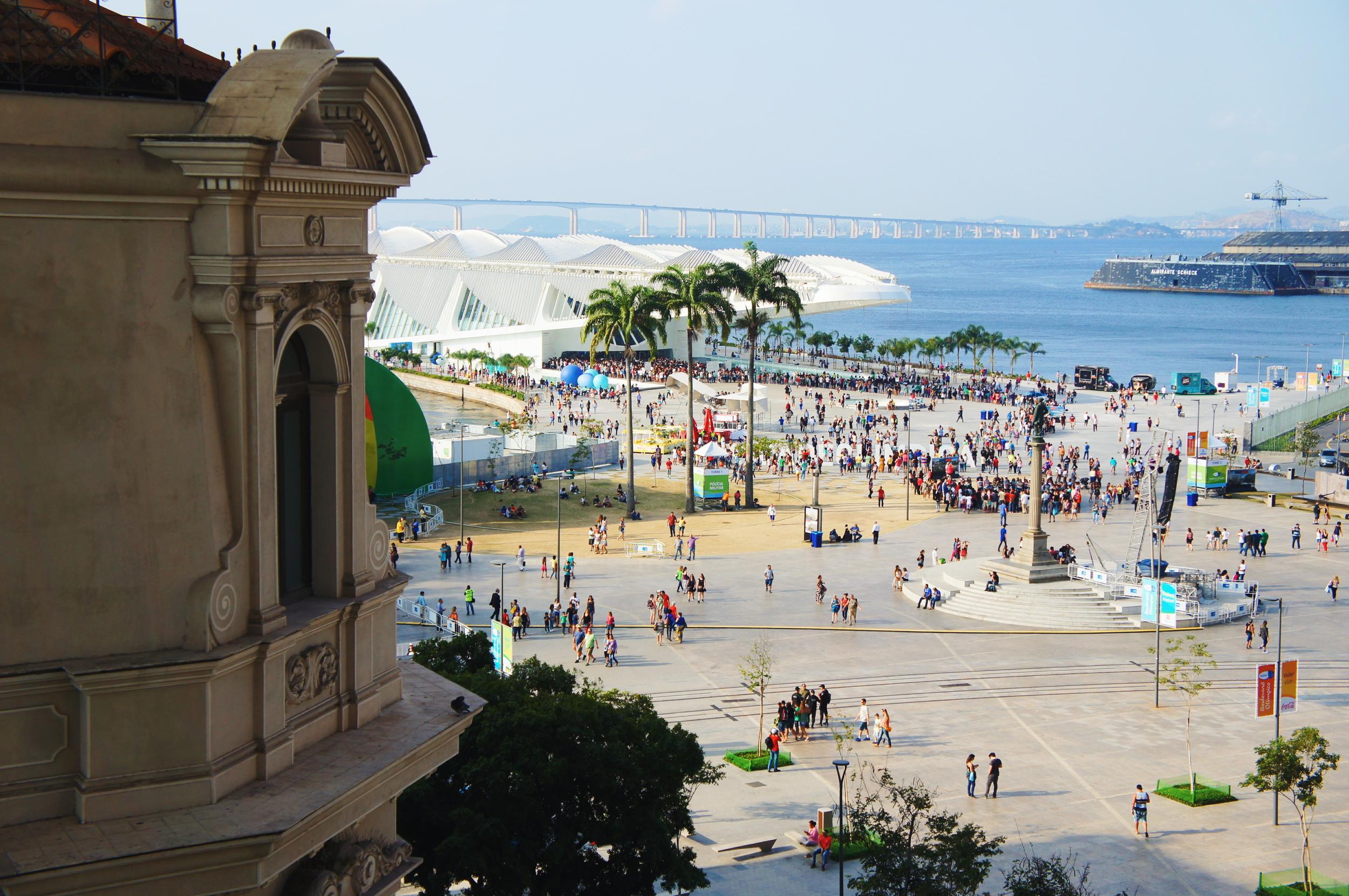Praça Mauá e Museu do Amanhã vistos a partir do MAR.