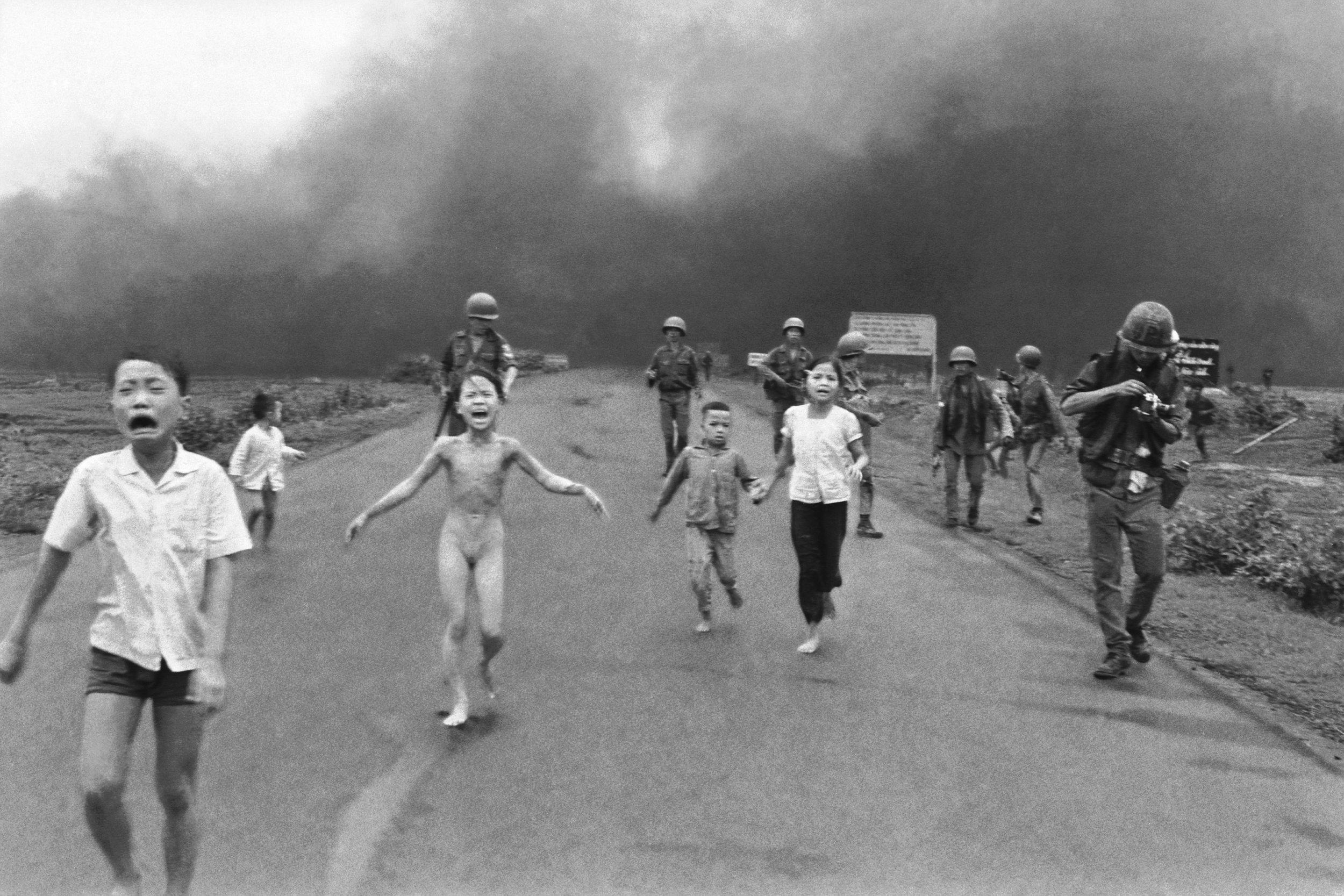 """""""O terror da Guerra"""" por Nick Ut. Associated Press."""
