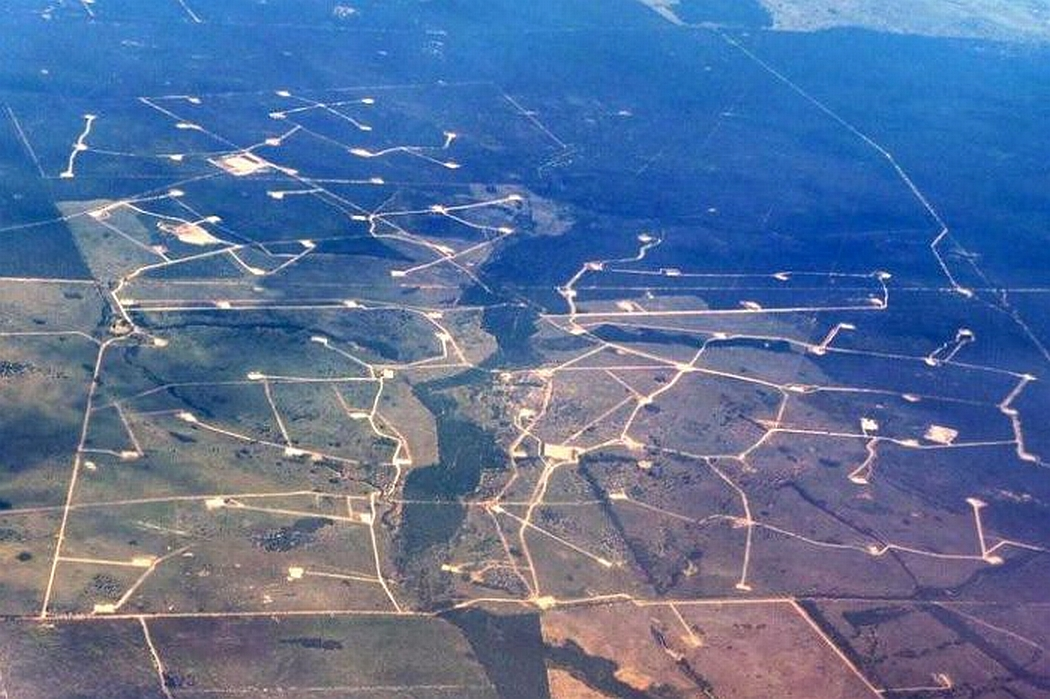Coal seam gas wells south of Chinchilla in south-west Queensland. (AAP)