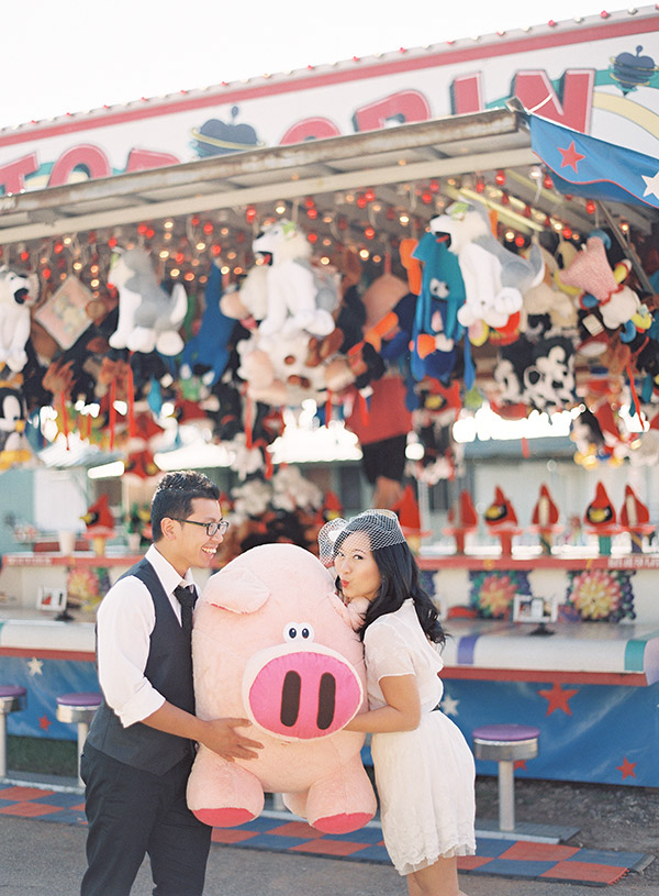 Couple-Holding-Giant-Plush-Pig.jpg