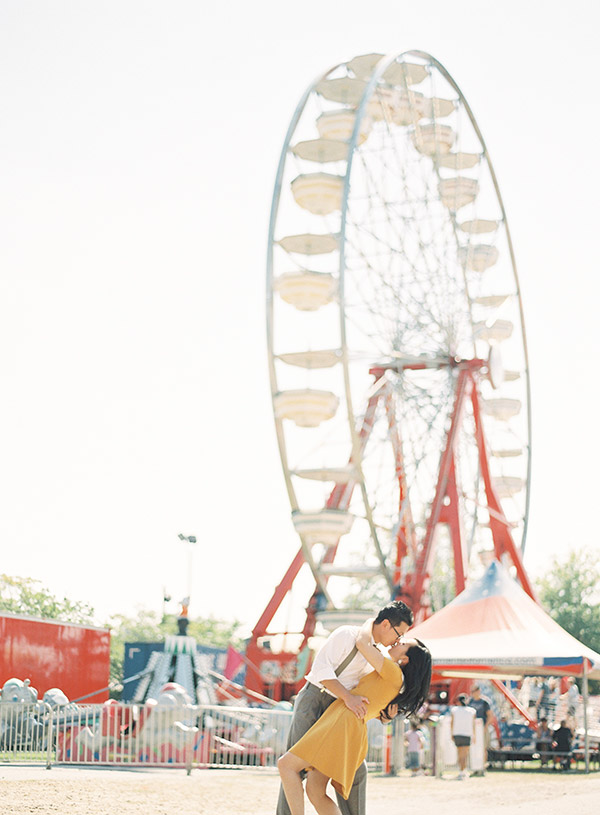 Couple-Kissing-by-Ferris-Wheel.jpg
