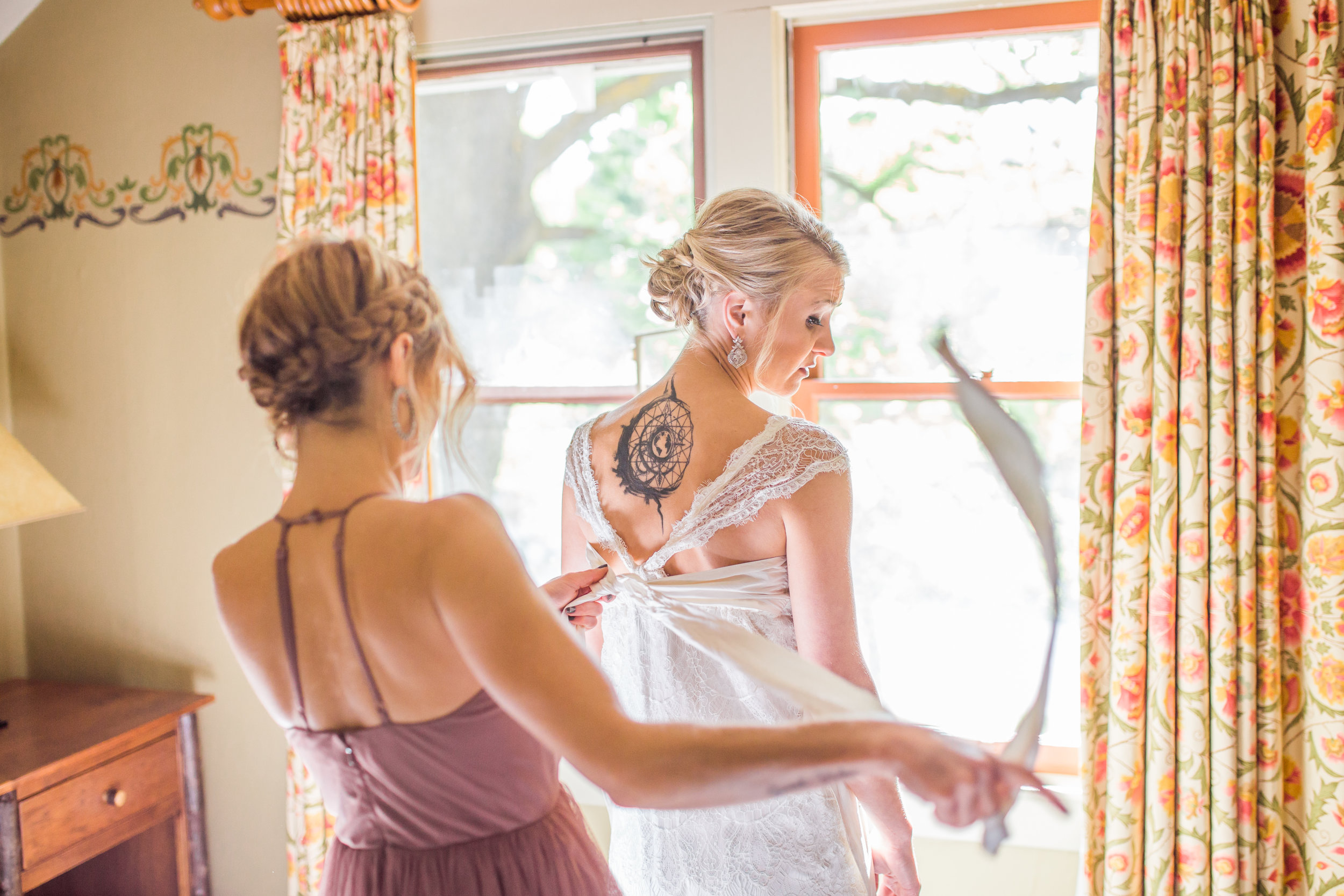 Bend, OR wedding photographer Bride Getting Ready